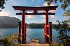 Lake-Ashi-langa-Muntele-Fuji-Japonia-Tara-Soarelui-Rasare-300x199